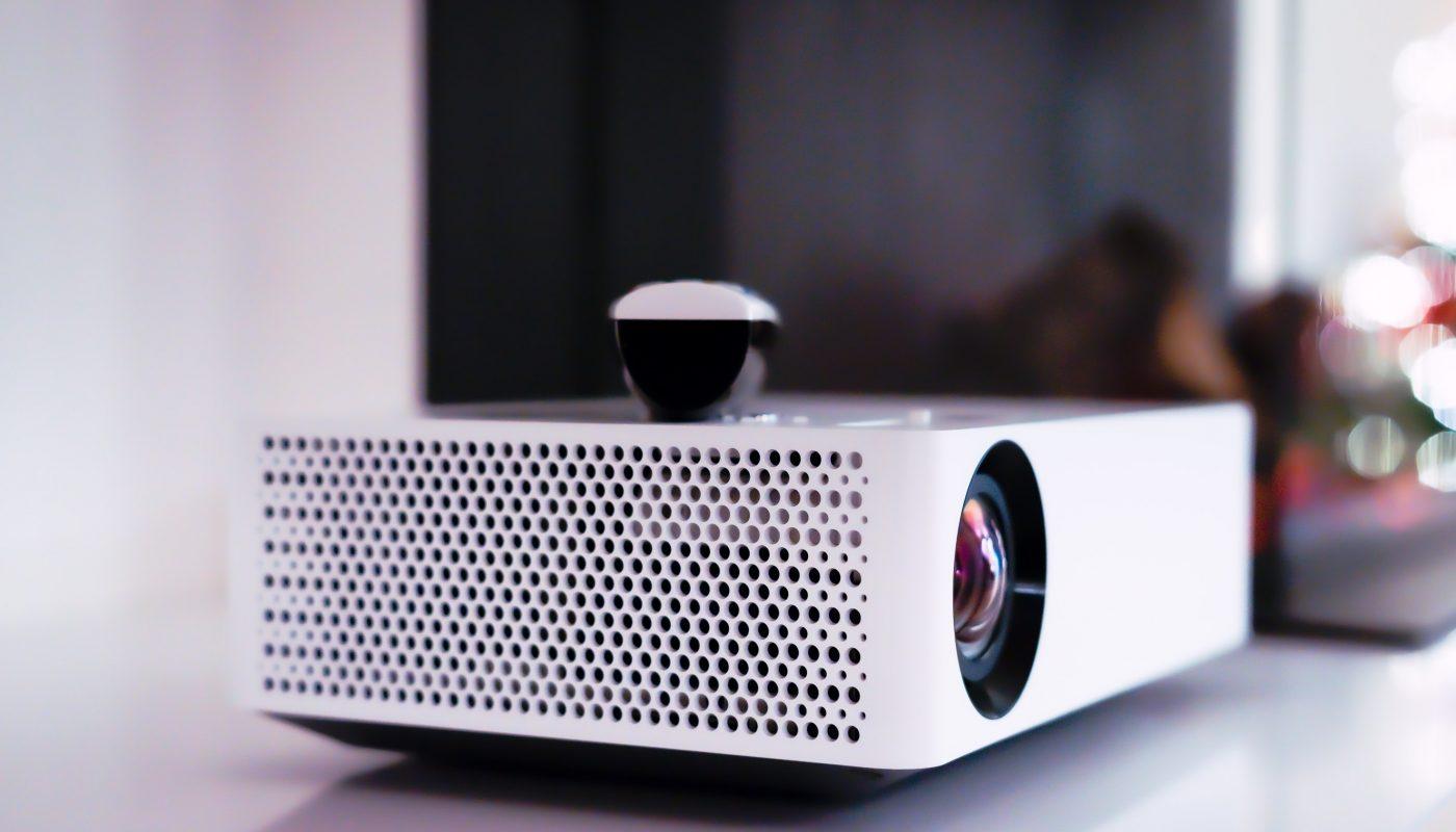Projektor, s pomocí kterého si vytvoříte domácí kino.