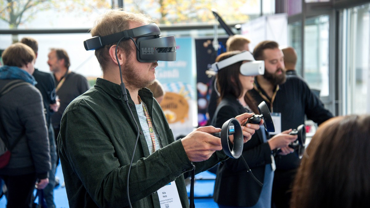 Virtuální realita testovaná mladíky v praxi.
